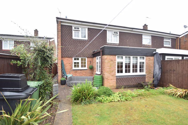 3 bedroom Semi-Detached  to rent in Ross Way, Luton - Photo 13