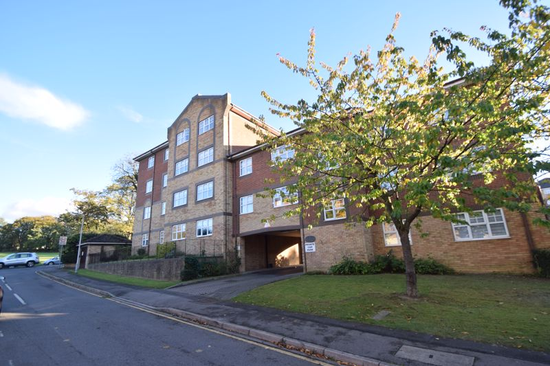 2 bedroom  to rent in Knights Field, Luton - Photo 2