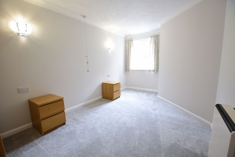 1 bedroom Flat to rent in Old Bedford Road, Luton - Photo 4