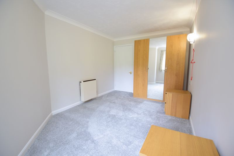 1 bedroom Flat to rent in Old Bedford Road, Luton - Photo 5