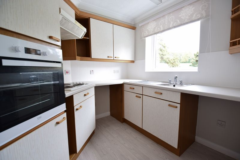 1 bedroom Flat to rent in Old Bedford Road, Luton - Photo 11