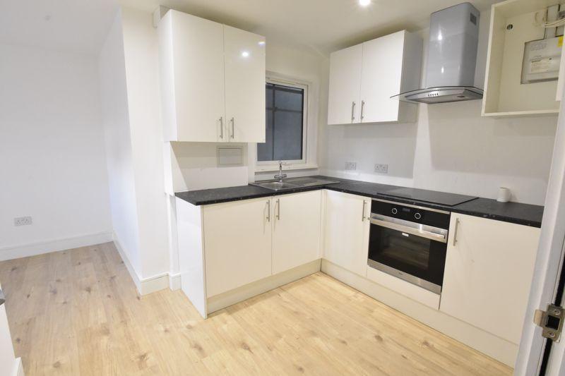 1 bedroom  to buy in 142 Midland Road , Luton - Photo 4