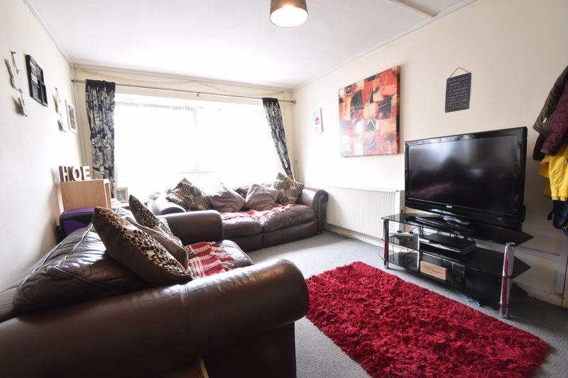 2 bedroom Flat to buy in Crescent Road, Luton - Photo 2
