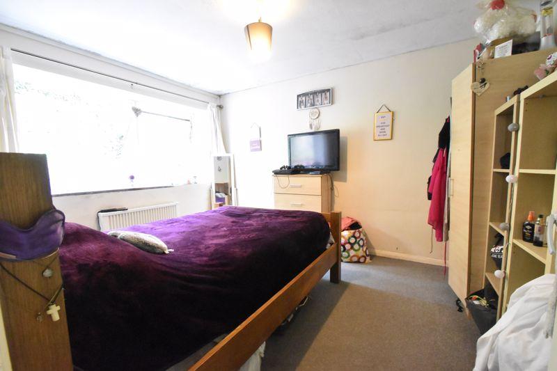 2 bedroom Flat to buy in Crescent Road, Luton - Photo 3