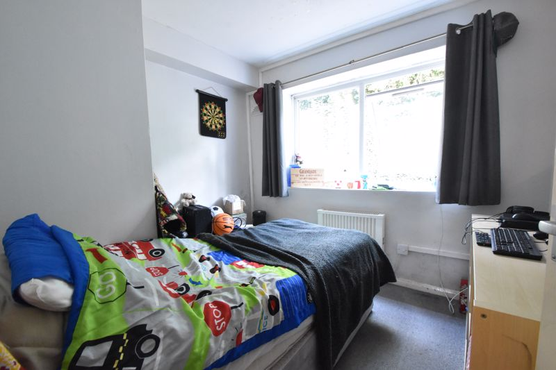2 bedroom Flat to buy in Crescent Road, Luton - Photo 5