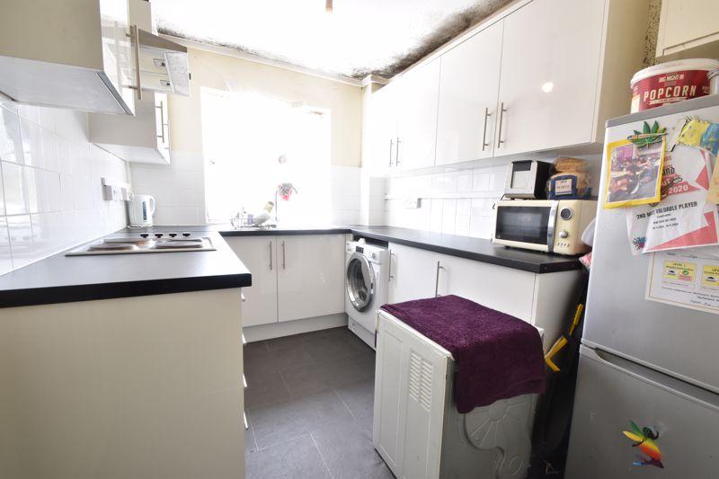 2 bedroom Flat to buy in Crescent Road, Luton - Photo 8