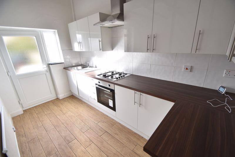 4 bedroom Mid Terrace to buy in Dordans Road, Luton - Photo 16