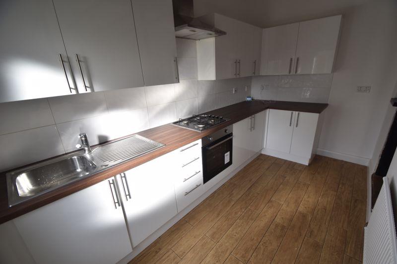 4 bedroom Mid Terrace to buy in Dordans Road, Luton - Photo 17