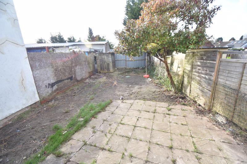 4 bedroom Mid Terrace to buy in Dordans Road, Luton - Photo 18