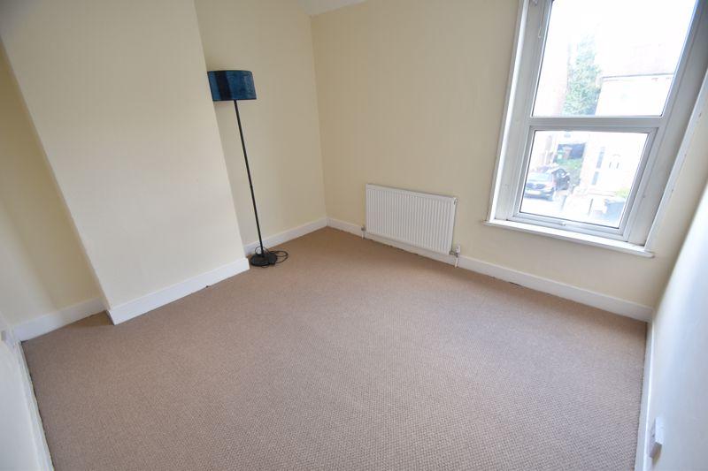 4 bedroom Mid Terrace to buy in Dordans Road, Luton - Photo 13