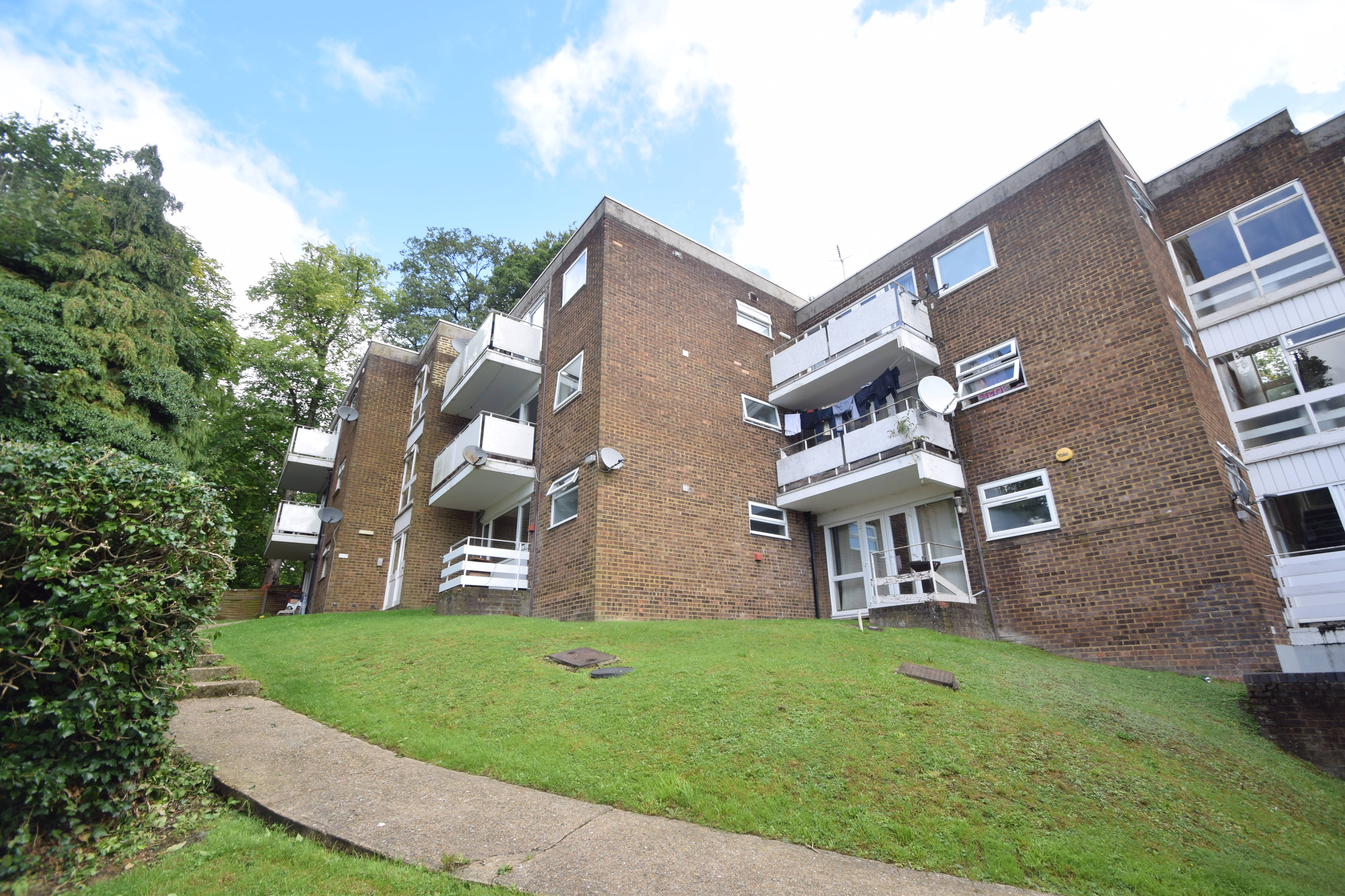 3 bedroom Flat to buy in Havelock Rise, Luton