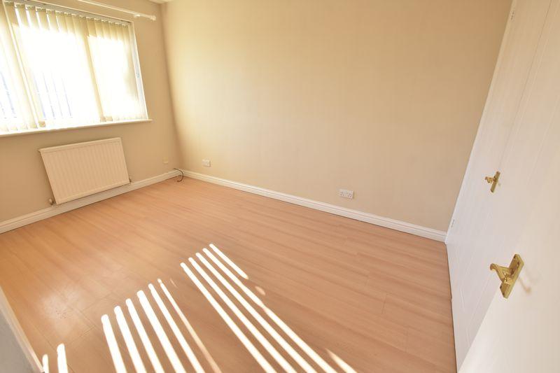 3 bedroom End Terrace to rent in Cromer Way, Luton - Photo 4