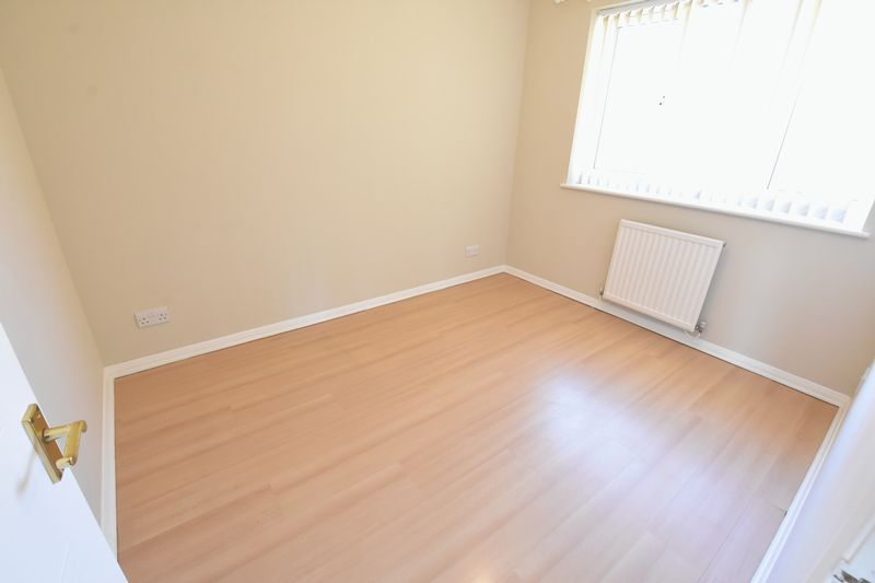 3 bedroom End Terrace to rent in Cromer Way, Luton - Photo 5