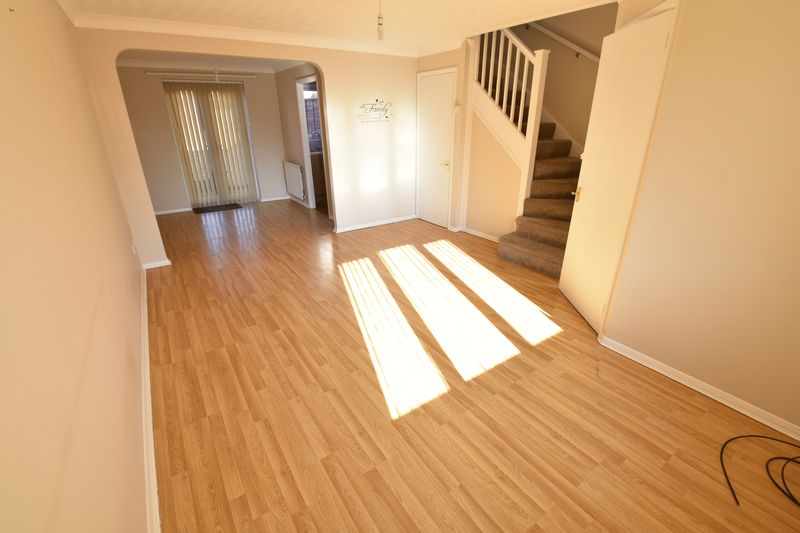 3 bedroom End Terrace to rent in Cromer Way, Luton - Photo 8