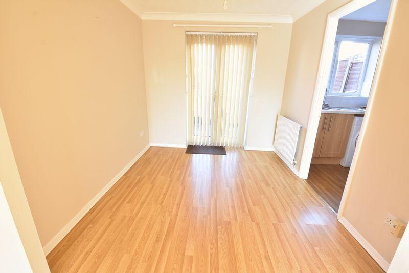 3 bedroom End Terrace to rent in Cromer Way, Luton - Photo 9