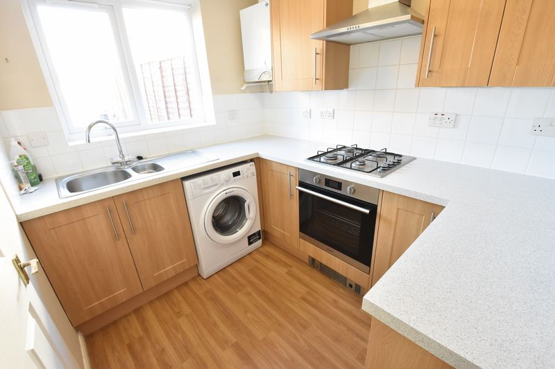 3 bedroom End Terrace to rent in Cromer Way, Luton - Photo 10