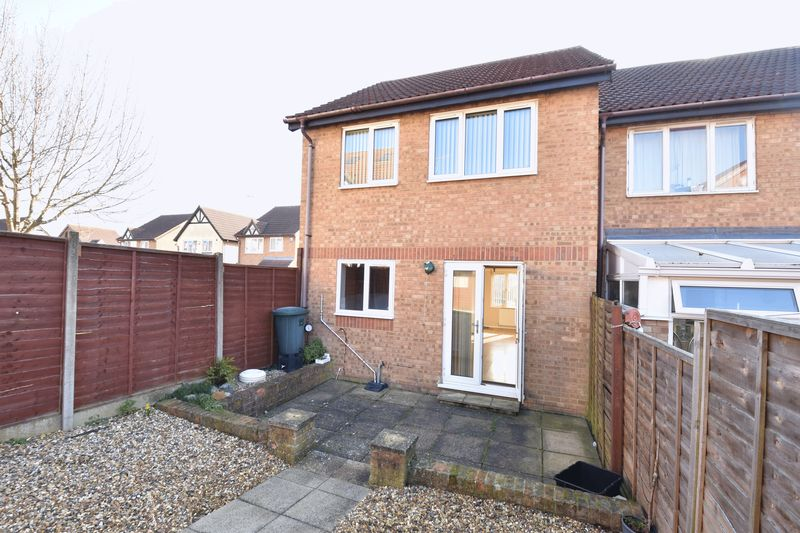 3 bedroom End Terrace to rent in Cromer Way, Luton - Photo 11