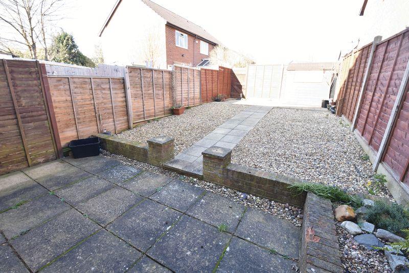 3 bedroom End Terrace to rent in Cromer Way, Luton - Photo 12