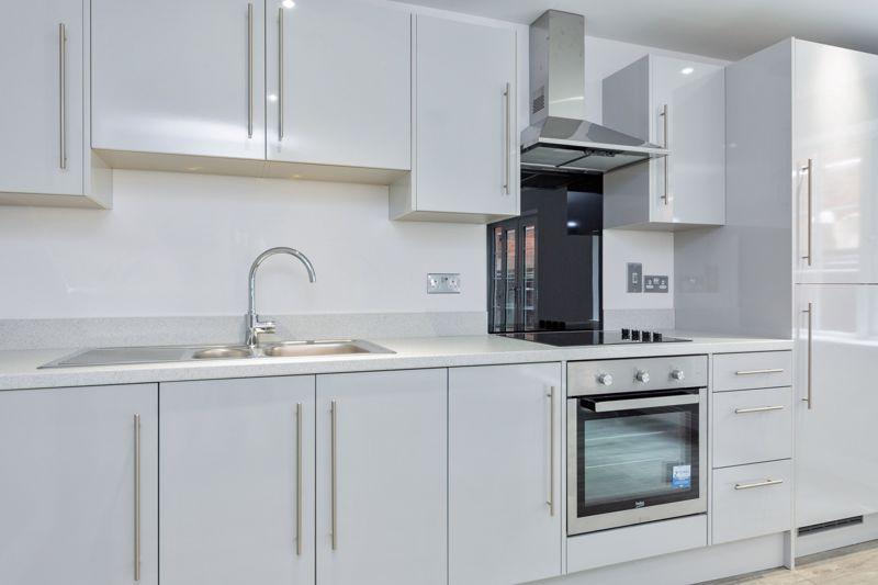 2 bedroom  to buy in 48 Crawley Green Road, Luton - Photo 2