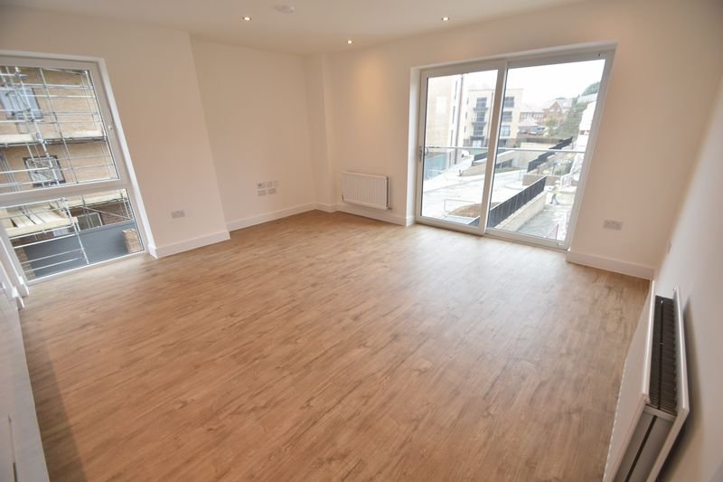 2 bedroom Flat to buy in Saxon Square, Kimpton Road, Luton - Photo 1