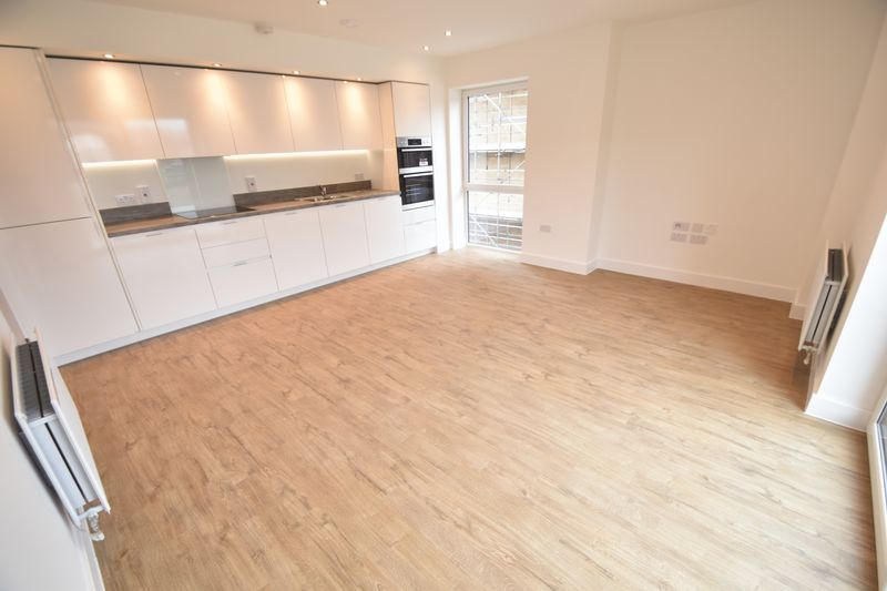 2 bedroom Flat to buy in Saxon Square, Kimpton Road, Luton - Photo 2