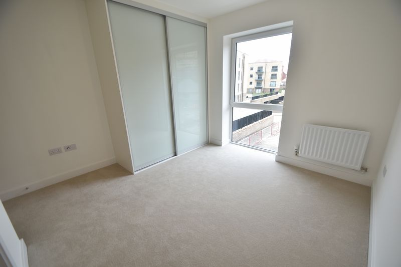 2 bedroom Flat to buy in Saxon Square, Kimpton Road, Luton - Photo 4