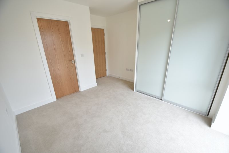 2 bedroom Flat to buy in Saxon Square, Kimpton Road, Luton - Photo 5