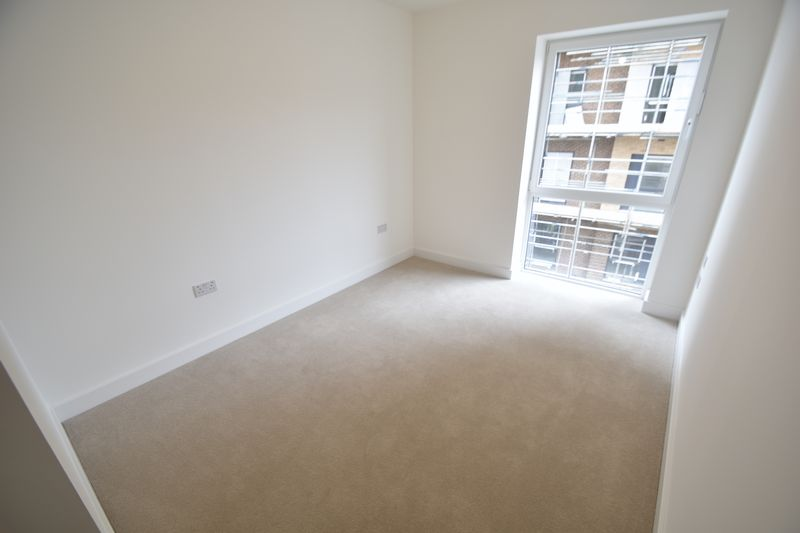 2 bedroom Flat to buy in Saxon Square, Kimpton Road, Luton - Photo 7