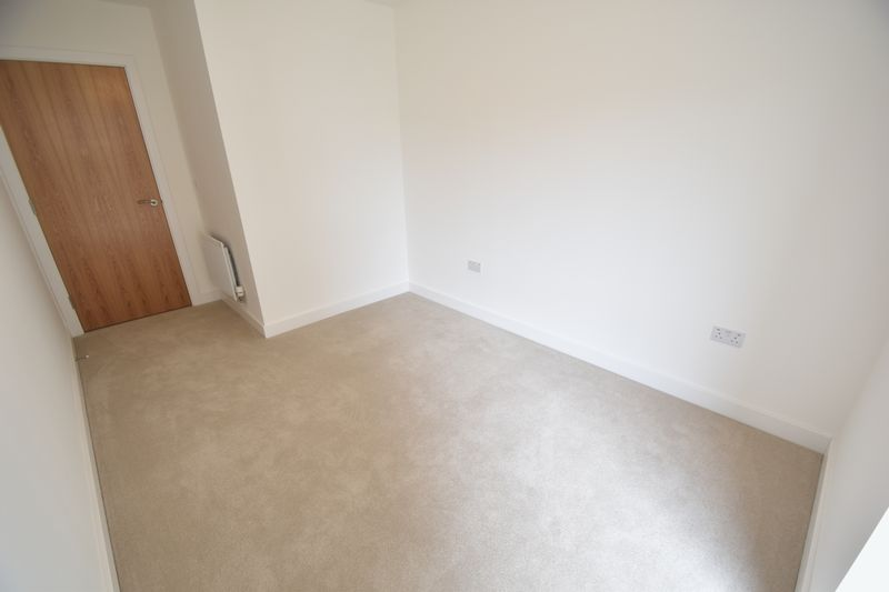 2 bedroom Flat to buy in Saxon Square, Kimpton Road, Luton - Photo 8