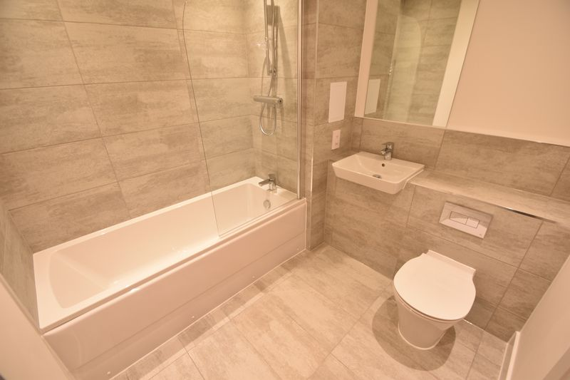 2 bedroom Flat to buy in Saxon Square, Kimpton Road, Luton - Photo 9