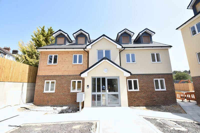 2 bedroom  to buy in Ridgway Road, Luton - Photo 14