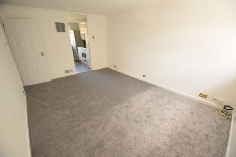 2 bedroom Maisonette to rent in Campania Grove, Luton - Photo 5