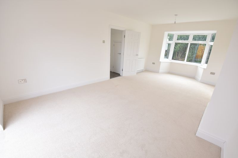 3 bedroom Semi-Detached  to rent in Abbey Drive, Luton - Photo 5