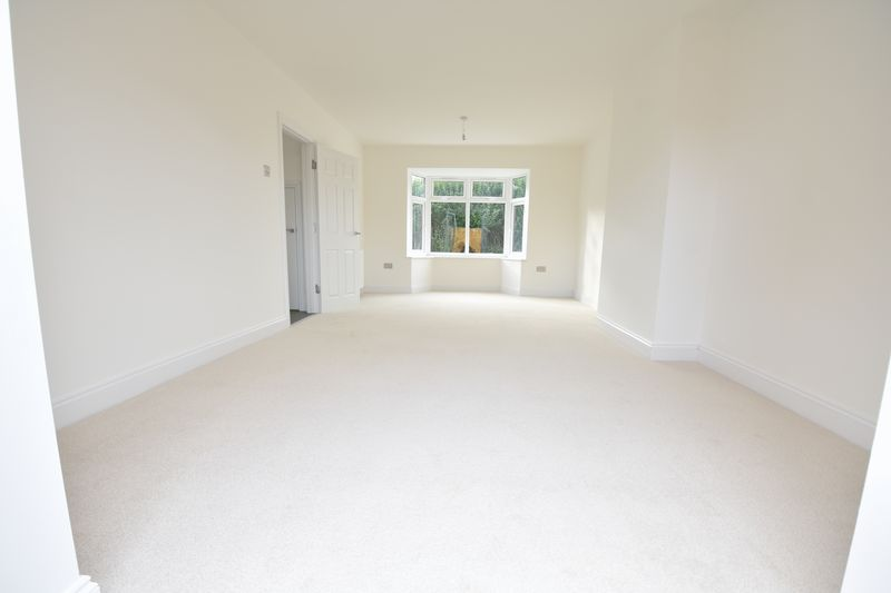 3 bedroom Semi-Detached  to rent in Abbey Drive, Luton - Photo 11