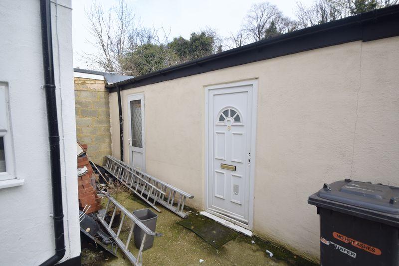 8 bedroom  to rent in Biscot Road, Luton - Photo 6