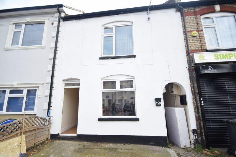 8 bedroom  to rent in Biscot Road, Luton - Photo 15