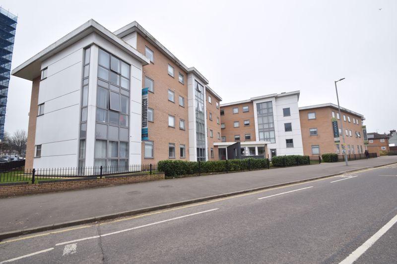 1 bedroom Apartment / Studio to rent in Park Street, Luton