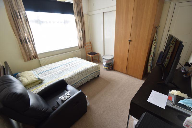 3 bedroom Mid Terrace to rent in Hart Lane, Luton - Photo 3