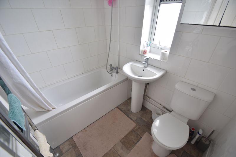 3 bedroom Mid Terrace to rent in Hart Lane, Luton - Photo 4