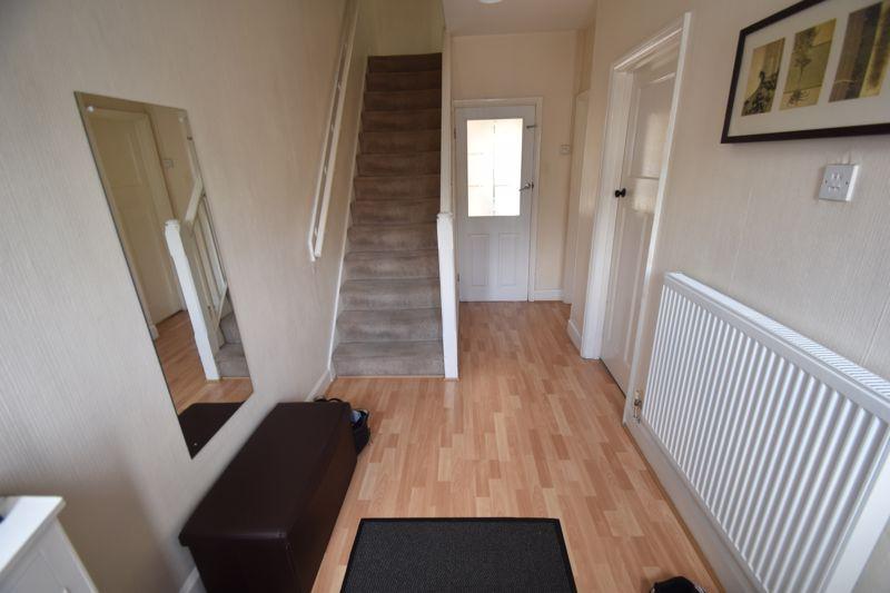 3 bedroom Mid Terrace to rent in Hart Lane, Luton - Photo 5