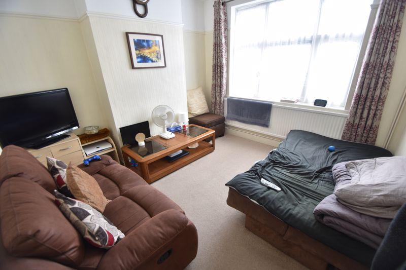3 bedroom Mid Terrace to rent in Hart Lane, Luton - Photo 6