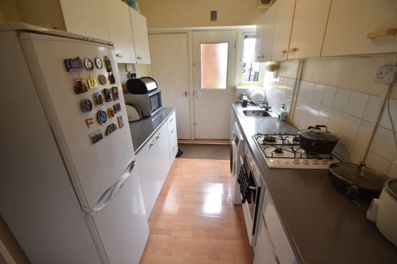 3 bedroom Mid Terrace to rent in Hart Lane, Luton - Photo 7