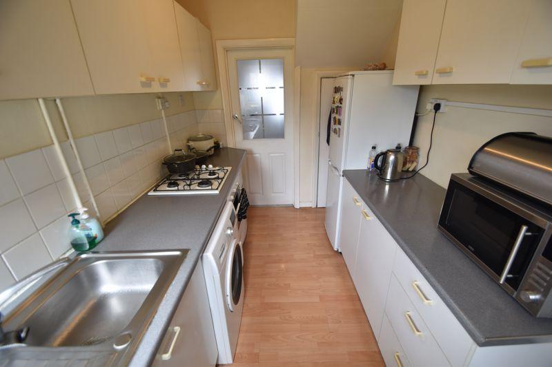 3 bedroom Mid Terrace to rent in Hart Lane, Luton - Photo 8