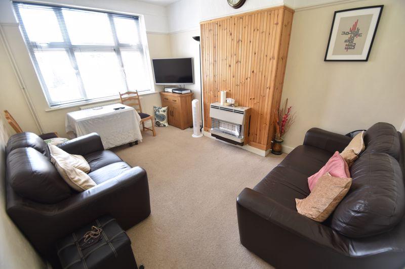 3 bedroom Mid Terrace to rent in Hart Lane, Luton - Photo 9
