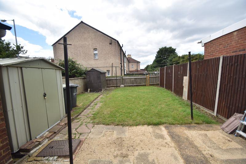 3 bedroom Mid Terrace to rent in Hart Lane, Luton - Photo 11