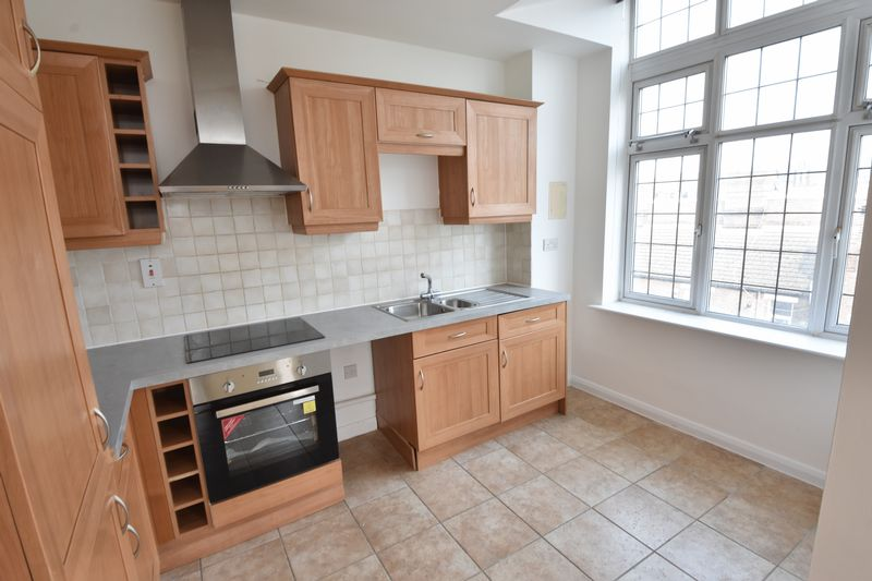 2 bedroom Flat to buy in Midland Road, Luton - Photo 4
