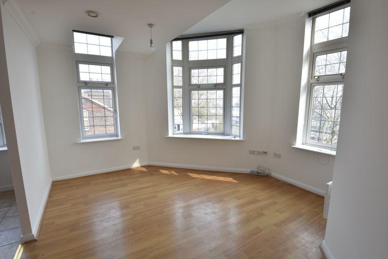 2 bedroom Flat to buy in Midland Road, Luton - Photo 6