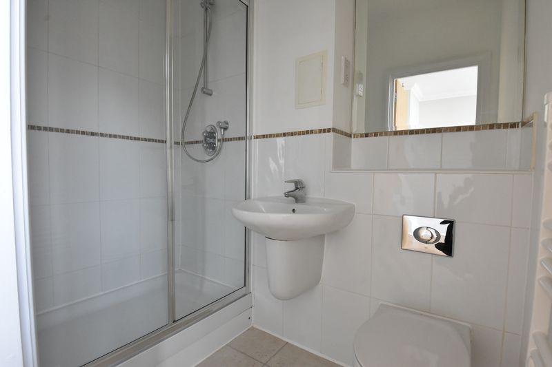 2 bedroom Flat to buy in Midland Road, Luton - Photo 8