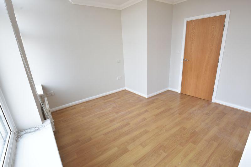 2 bedroom Flat to buy in Midland Road, Luton - Photo 9