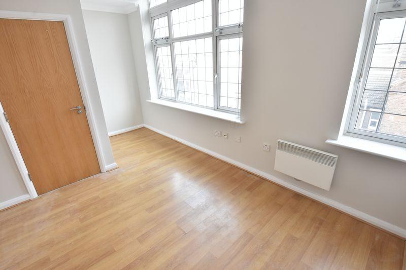 2 bedroom Flat to buy in Midland Road, Luton - Photo 10